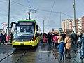 Трамвай на Сихові в день відкриття.jpg