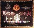 דרגות, אותות מלחמה וסמלים אחרים מקוריים מהמדים של יצחק רבין.jpg