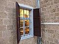 הצצה מהחלון למוזיאון בית ליברמן.JPG