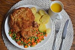 02016 07 Schweinskotelett mit Gemüse und Rösterdäpfel.jpg