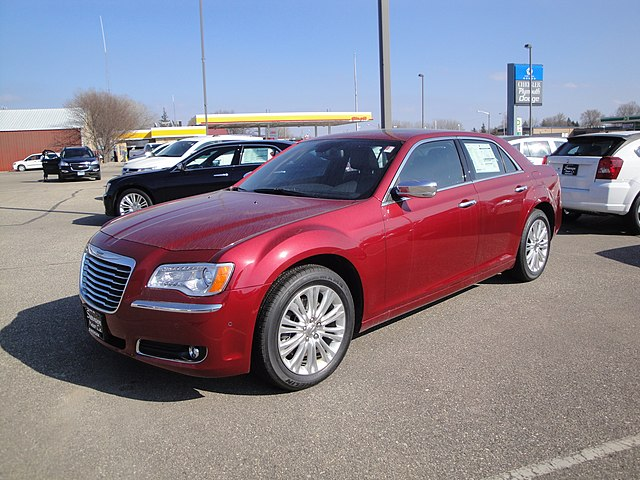 12 Chrysler 300 Limited AWD (7009534399)