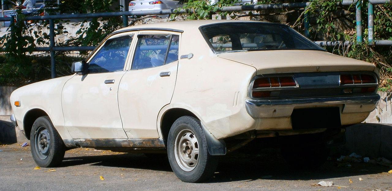 File:1973-1977 Datsun 120Y (B210) saloon in Ipoh, Malaysia ...