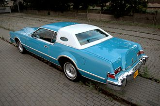 Lincoln Continental Mark IV - Image: 1976 Lincoln Continental Mark IV Givenchy designer series (rear)