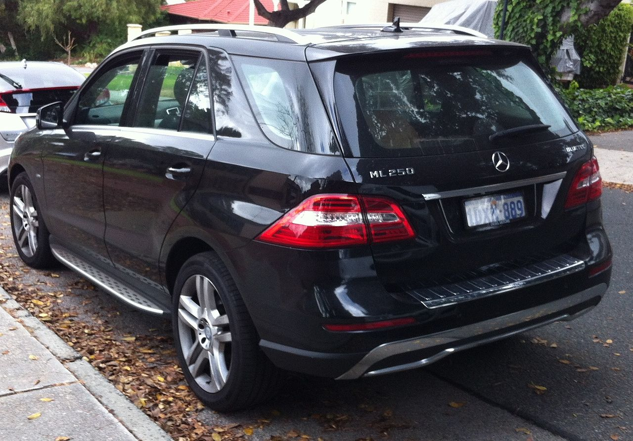 file 2012 mercedes benz ml 250 w 166 bluetec wagon 2015 10 14 jpg wikimedia commons. Black Bedroom Furniture Sets. Home Design Ideas