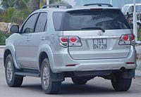 2012 Toyota Fortuner (KUN60) V wagon (2015-12-28).jpg