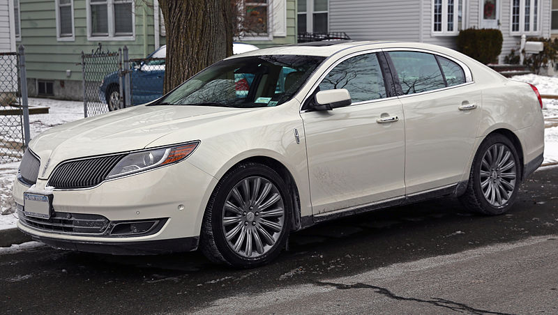 2013 Lincoln MKS AWD facelift, front view.jpg