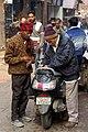 20191205 Mężczyźni na ulicy Starego Delhi 0626 6738.jpg