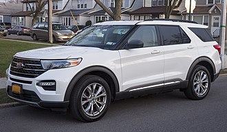 Ford Explorer (2020-present) 2020 Ford Explorer XLT in Oxford White, front left.jpg