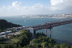 25 de Abril Bridge, Lisbon (11976634125).jpg