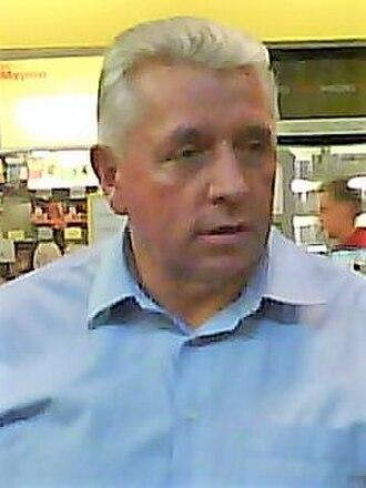 Andrzej Lepper - Image: A Lepper na stacji benzynowej