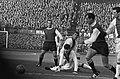 Aanval Feyenoord, v.l.n.r. Bouwmeester, Hulshof (Ajax), Suurbier (Ajax), Moulijn, Bestanddeelnr 918-6557.jpg