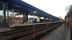 Abrahamsberg metro station - Image: Abrahamsberg metro station (2015)