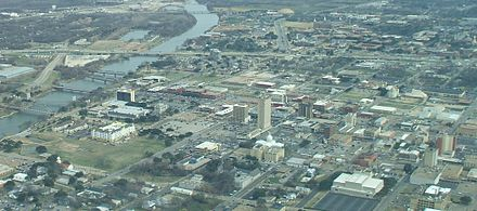 Aerial view of downtown Waco in 2009; Brazos River to the left and campus of Baylor University in the upper right Aerial view of Downtown Waco 2009 Looking East.jpg