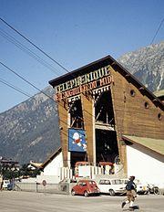 Aiguille du Midi cable car terminus 1972.jpg