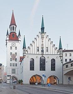 233px-Altes_Rathaus_M%C3%BCnchen_Ostseit