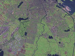Amstelland - Aerial view of northern part of Amstelland, including the wedge-shaped green area jutting into Amsterdam.