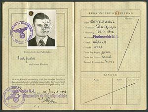 Amtsdokument Paul Fischer 1940 Deutsches Reich Reisepass Seite 04 05 Passbild eigenhändige Unterschrift Personenbeschreibung Kinder.jpg
