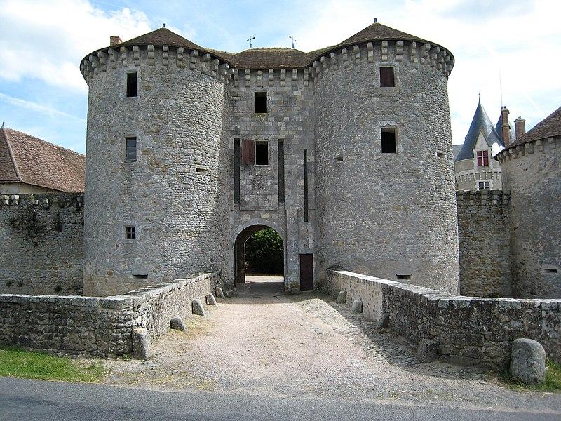 Pont de pierre remplaçant le pont-levis du château de Bourg-Archambault, Vienne (86), France