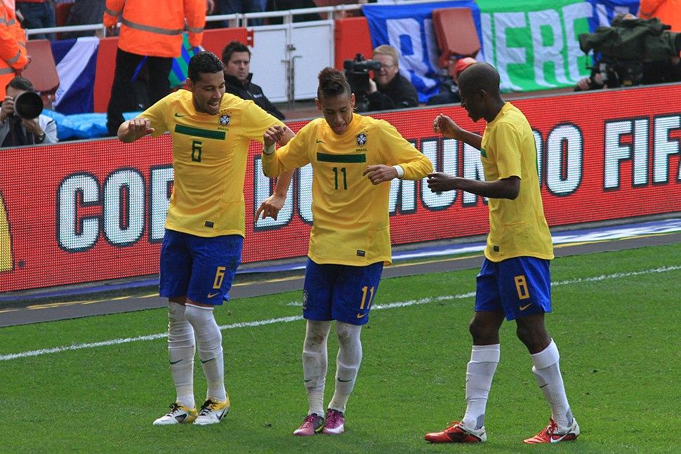 Andr%C3%A9 Santos, Neymar and Ramires celebrate Neymars goal.jpg