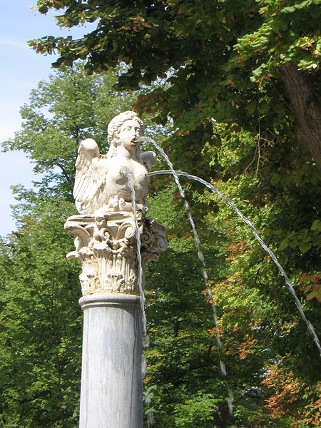 http://upload.wikimedia.org/wikipedia/commons/thumb/3/3e/Aranjuez_JardinIsla_FuenteEspinario_Arpia.jpg/450px-Aranjuez_JardinIsla_FuenteEspinario_Arpia.jpg