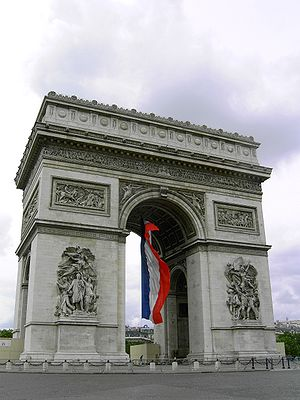 Civil religion - The Arc de Triomphe in Paris commemorates those who died in France's wars.