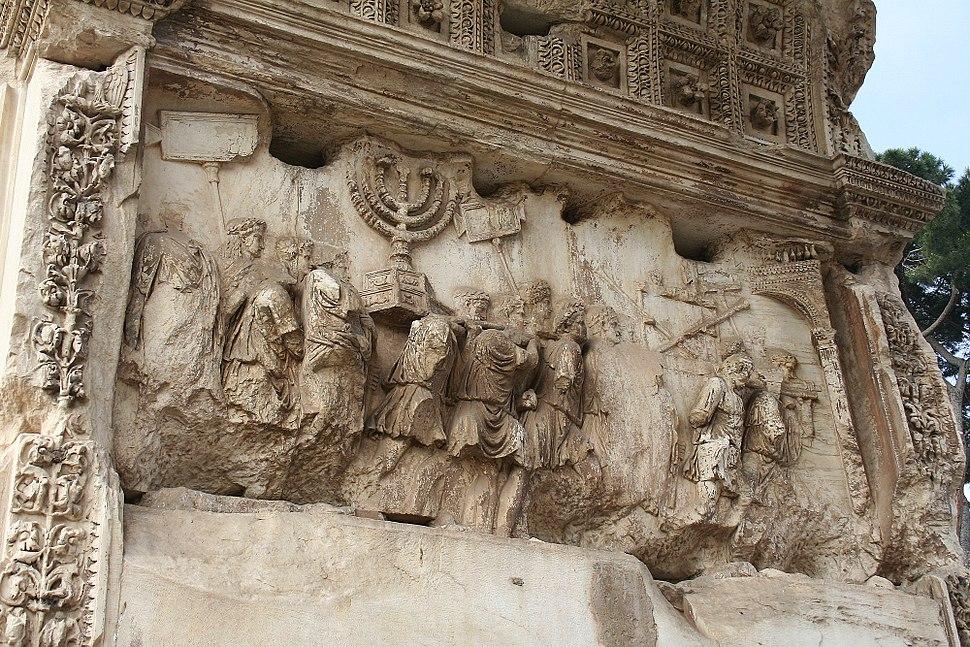 Arc titus relief sud