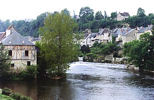 Argenton-sur-Creuse - The Creuse river and surrounding buildings