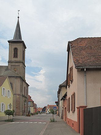 Artzenheim - Artzenheim, church (l'église Saint-Jacques) in the street