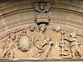 Assier - Portail occidental de l'église Saint-Pierre - Vierge à l'Enfant.JPG