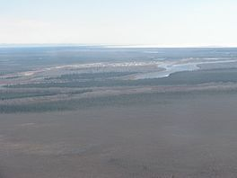 Attawapiskat Town between Attawapiskat River.jpg