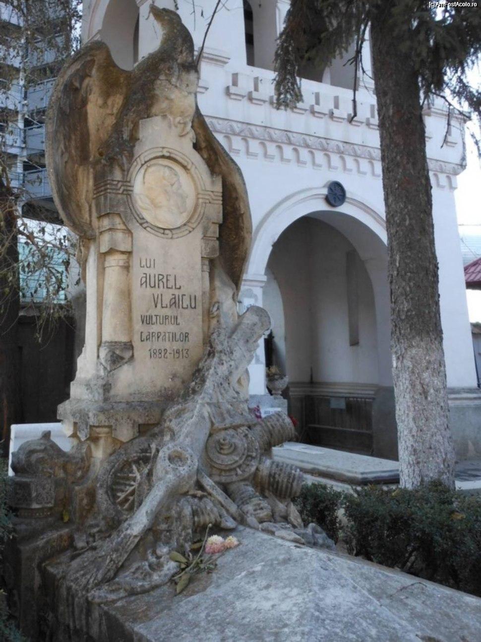 Aurel Vlaicu tombstone