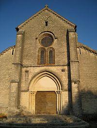 Autrey-les-Gray, façade de l'église.jpg