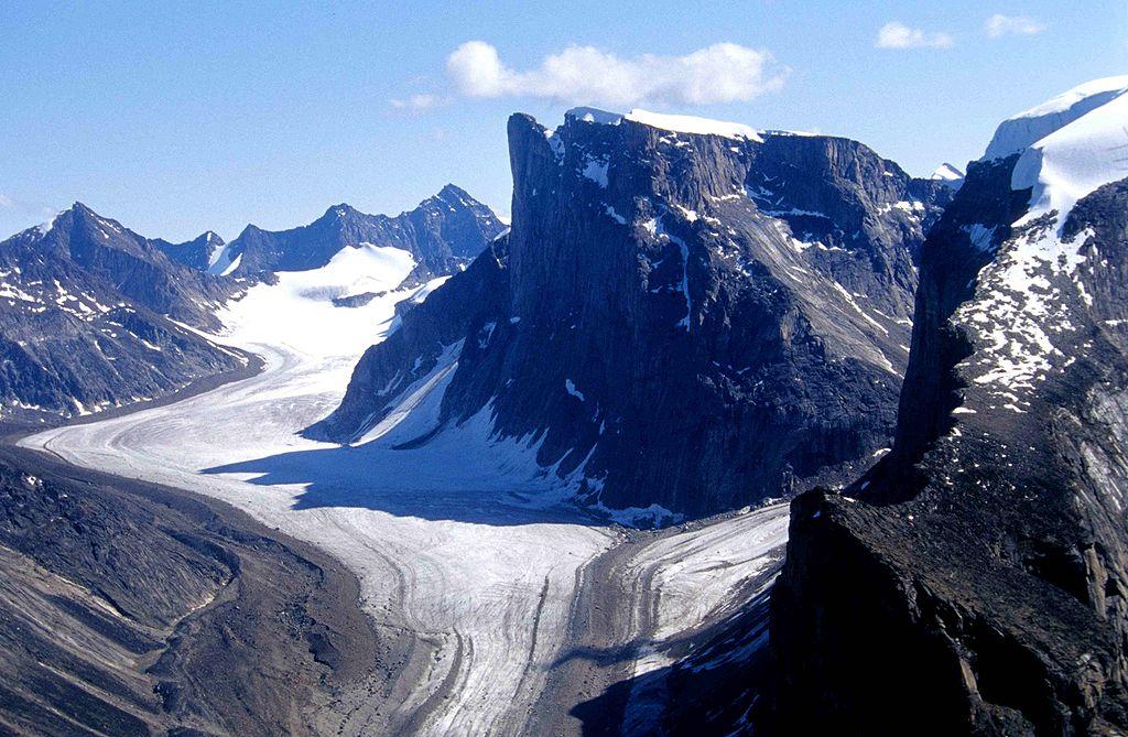 Charakteristische Bergformationen und Gletscher