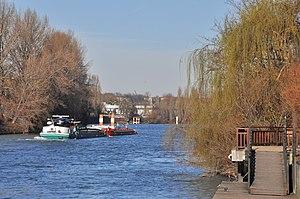 Barge Sea-Bird on the river Seine in Rueil-Malmaison 002.JPG