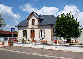 The town hall in Batilly-en-Puisaye