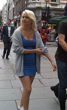 Beautiful Blonde Girl in Oxford Street - London.jpg