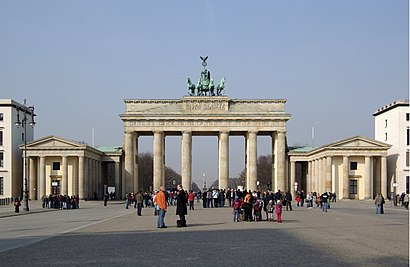 So kommt man zu dem Brandenburger Tor mit den Öffentlichen - Mehr zum Ort Hier