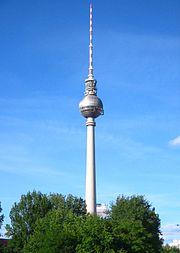Berliner Fernsehturm - von süden 1.jpg