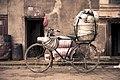 Bicicleta con ollas (8513890542).jpg