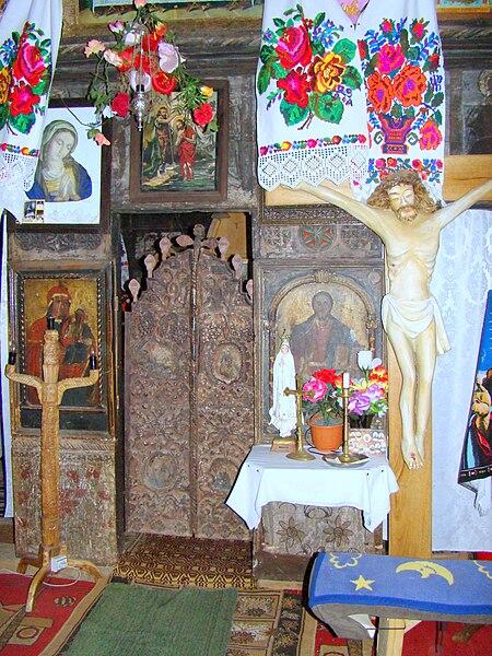 Fișier:Biserica de lemn din Lăpus (4).JPG