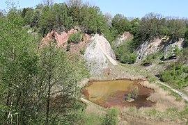 Blick von oben auf die Liether Kalkgrube und den Steilhang.JPG