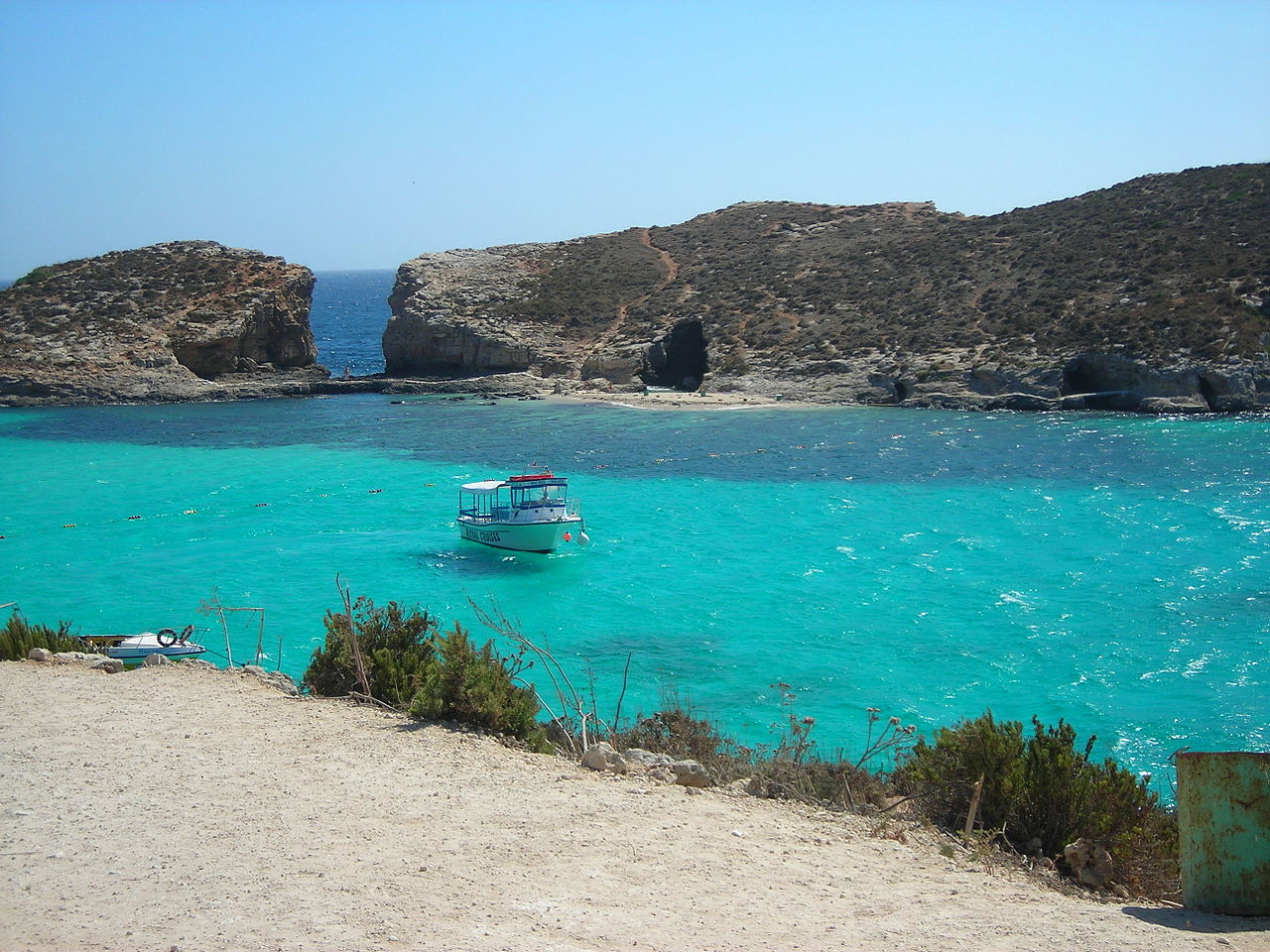 Malta  - Page 2 1280px-Blue_Lagoon_and_Cominotto