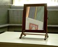 Bordspegel med ram av profilerad mahogny - Skoklosters slott - 92472.tif