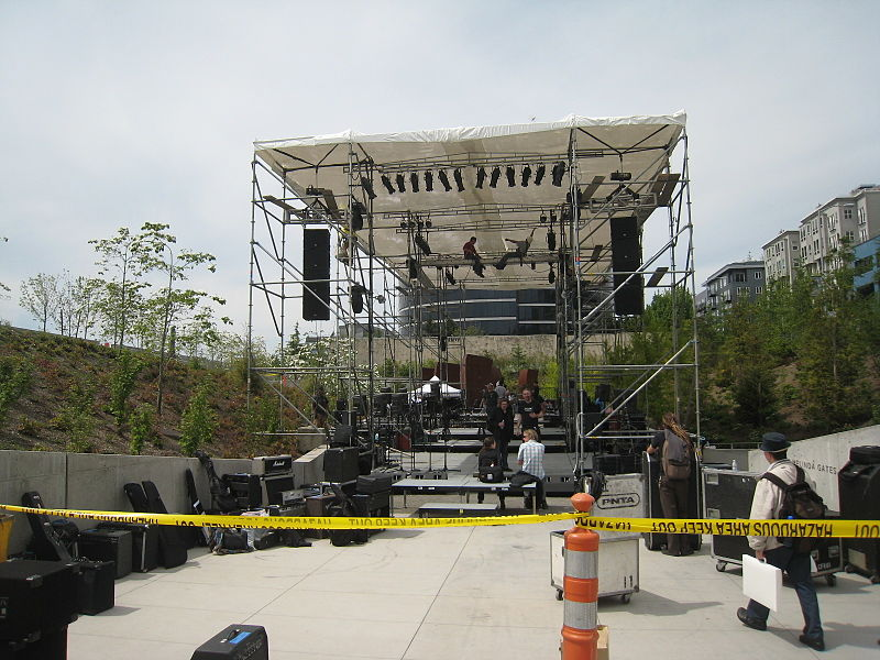 File:Branca - Hallucination City - Seattle Sound Check at SAM Sulpture Park.jpg