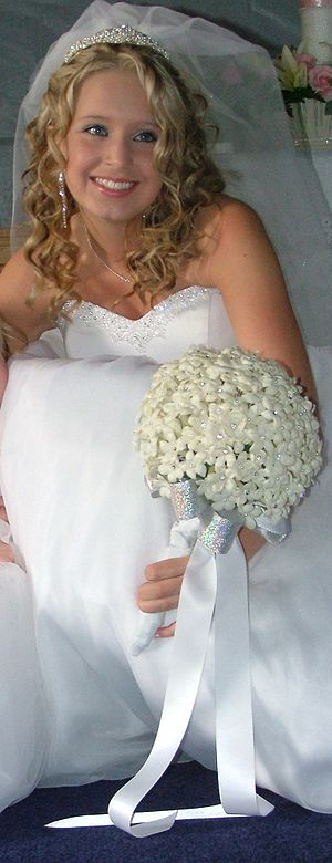 Bride with stephanotis bouquet.jpg