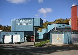 Til venstre:   Åkeshovsananlægget, til højre:   Nockebyananlægget, oktober 2010.