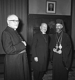 Bundesarchiv B 145 Bild-F013007-0002, Berlin, Staatsbesuch Präsident von Zypern, Otto Dibelius (w środku), Makarios III (z prawej), prałat Tukowsky (z lewej)