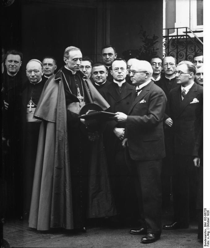 Bundesarchiv Bild 102-06728, Nuntius Kardinal Pacelli in Rüsselsheim