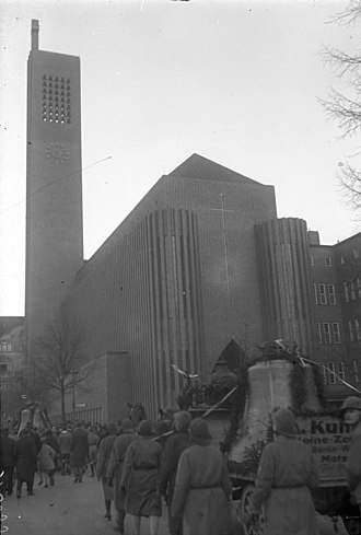 Kirche am Hohenzollernplatz - Bringing in the bells to the spire, accompanied by girls (traditionally virgins) in February 1932