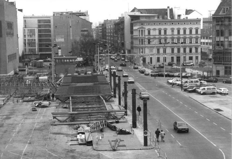 Bundesarchiv Bild 183-1991-0131-303, Berlin, Abbau Grenz%C3%BCbergang Checkpoint Charlie